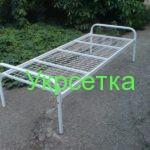 простая кровать из металлической сетки